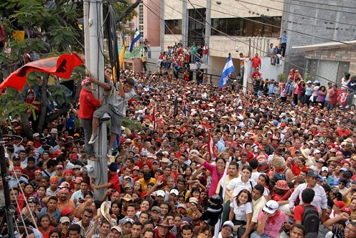 Celebration in Tegucigalpa for the arrival of president Mel Zelaya
