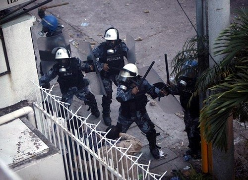 Police beating protesters in Honduras