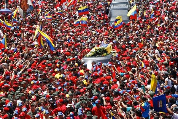 Hundreds of thousands have gathered in Caracas to pay homage to Hugo Chávez (AVN)