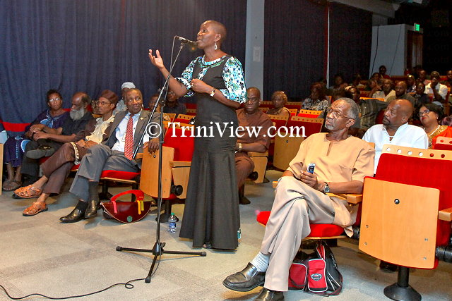 A member of the audience addresses Dr. Shepherd during the open discussion