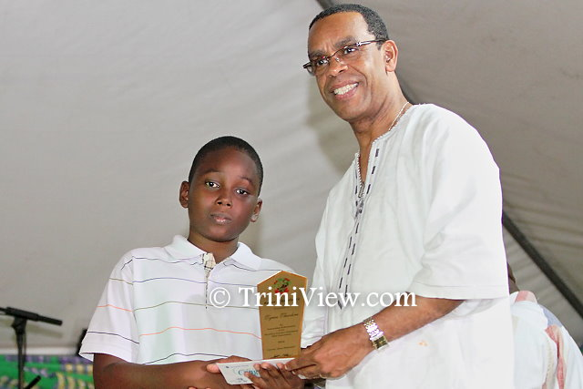 Minister, the Honourable Rodger Samuel presents an award to a SEA student