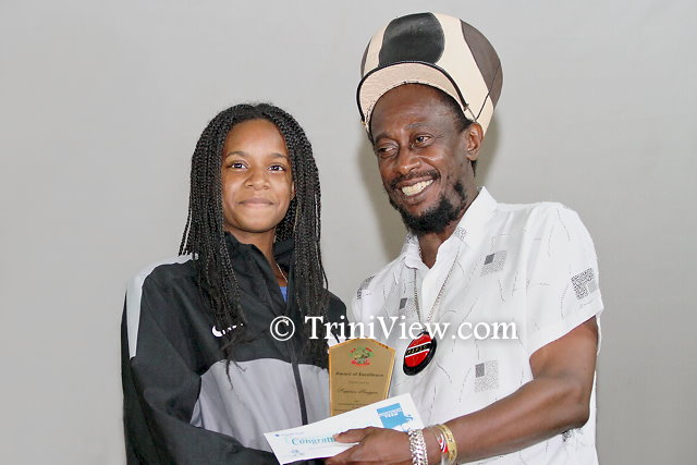 Lutalo 'Brother Resistance' Masimba presents an award to a  SEA student